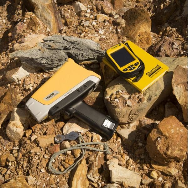 Анализатор металлов Olympus Vanta для геохимического анализа